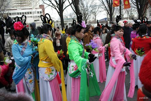 Jolies filles de tout âges en costumes chinois