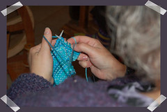 Joanne and Laurie learning to knit in the Portuguese Way