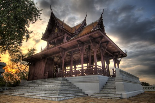 Wat on the Chao Phraya