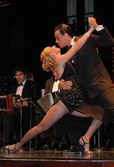 Argentine Tango at La Ventana (Yelena_YK) Tags: motion hot sexy classic argentina stockings dance buenosaires nikon shoes couple legs fishnet sensual retro tango desire passion laventana socialdance d80 nikond80