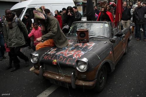vieille voiture zombie