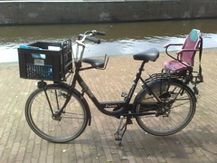Baiecycle (Etienne Posthumus) Tags: bicycle three fiets childseat batavus deliverybike vrachtfiets