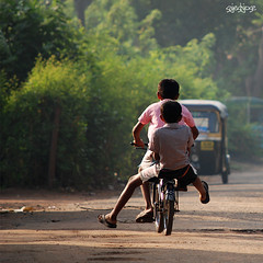 (sash/ slash) Tags: road street india love boys kids children happy nikon friendship run kerala sash enjoy cycle flickrmeet kollam d80 sajesh kkgmar2009