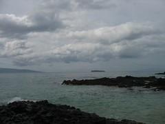 Makena Cove ~ Molokini View (stu_macgoo) Tags: ocean clouds sand waves maui volcanicrock kehei makenacove