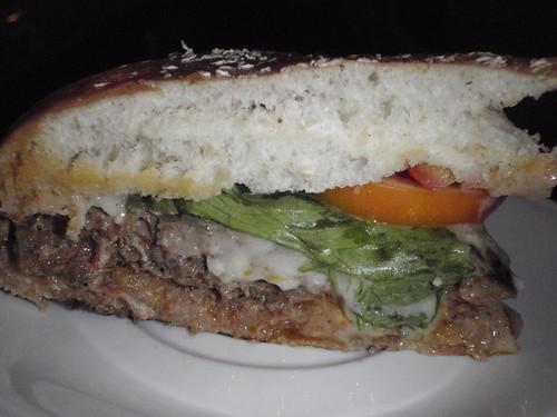 你拍攝的 【μ8000】 D'MALL有名的漢堡。