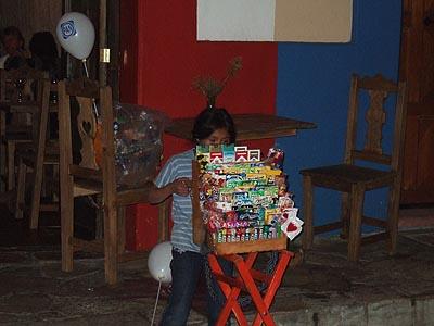 vendeuse de friandises à  SAn Cristobal.jpg