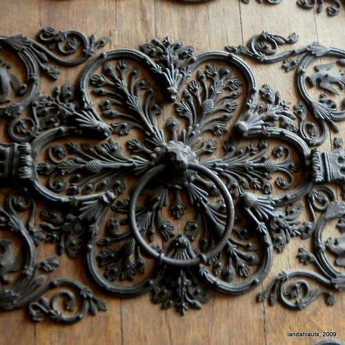 Aldaba en la Cathédrale Notre-Dame de Paris