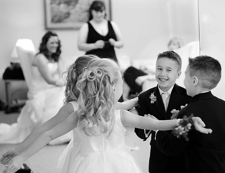 bride-children-wedding-photojournalism