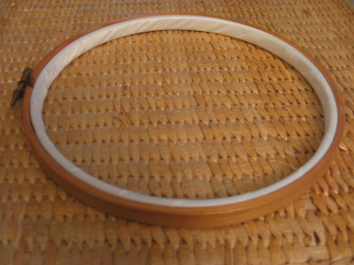 Embroidery hoop with binding