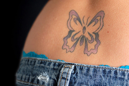 foto de mulher tatuada