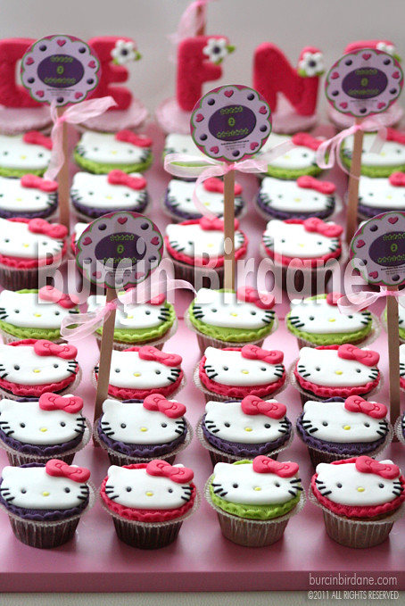 Hello Kitty Cupcake 1