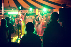 ([Photom]) Tags: music festival 50mm lights nikon gig crowd band meadowlands f18 rimlight d700