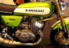 H2 750 Kawasaki triple monoshock (davekpcv) Tags: two green classic catchycolors japanese three graphics awesome motorcycles stroke vert motorbike cylinder motorcycle kr lettering custom filters h2 bellybutton triple chambers kn posterized kawasaki expansion meanie motorrad  widowmaker rearsets motociclo greenmeanie zweitakt  thegreenmeanie deuxtemps
