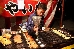 []shgatsu (bass_nroll) Tags: new food festival japan canon temple kyoto shrine traditional year first visit gion yakitori yakisoba 2009 takoyaki okonomiyaki yasakashrine chionin hatsumode new strine yasaka octopusballs ikayaki karaage eve food street temple years 450d toumorokoshi yakidango shgatsu satsumapotato sortoflikeajapanesepancake bananachokoleeto fruitsamesyouga  higashiyamaku   years earthnigh