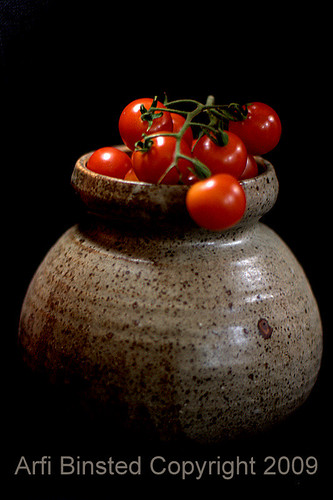 tomatoes-dark bg-400 f1.4 by ab'09