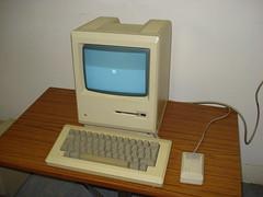 Apple Macintosh 1984 (AndyApple][) Tags: andy bag macintosh 1 office jobs steve profile lisa case system autograph 1984 jef wozniak carrying 128k raskin buddenbaum