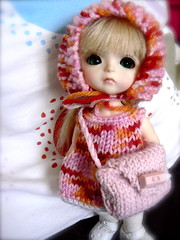 Mia in cute outfit (Chtiterikku) Tags: yellow cookie handmade knitted mialati