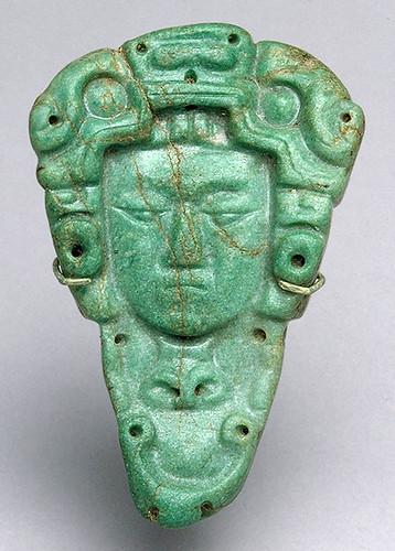 011 –Colgante de jade-siglos VI al IX México o Guatemala