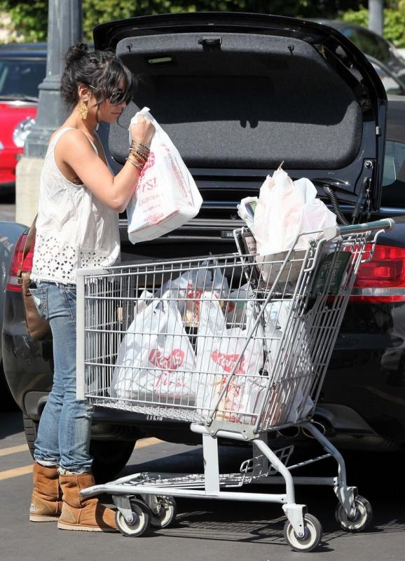 vanessa-hudgens-grocery-girl-08