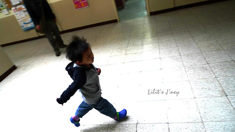20090328_很喜歡這張小孩的瞬間