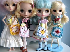 The girls presenting the new bags (moline) Tags: miniatures crochet dal pullip blythe bags grannysquare saffy frara misssallyrice