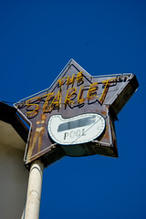 The Starlet (dogwelder) Tags: california pool girl motel bikini neonsign burbank zurbulon6 thestarlet 2209 zurbulon orhotel starnotstarjuly ormaybeapartment