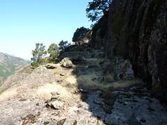 Sur la trace cairnée de Tana di l'Orsu : une autre vire en RD du Fangu