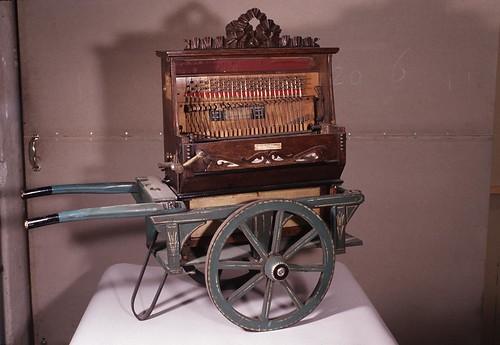003-Organillo musical fabricado por Ernest de Mascio en 1910-Copyright Nationaal Museum van Speelklok tot Pierement