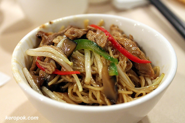 Shredded Duck meat with Egg Noodle