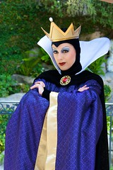 Disneyland Aug 2009 - Finding the Queen trying to poison Snow White's wishing well