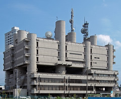 YAMANASHI PRESS AND BROADCASTING CENTRE: Kenzo Tange, Yamanashi, Nov. 1966 (wakiiii) Tags: japan architecture nikkor 建築 f4 1224 s5 s5pro nikkor1224mmf4gifed yamanashiculturehall メガストラクチャー