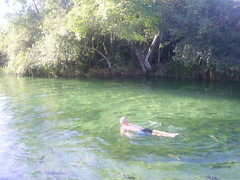 foto de Lourdes Gazzola Nilton Gazzola nadando balmeario entre peixes (nilgazzola) Tags: de foto sp fotos e ou com tirada maquina echapora arquivos nilgazzola