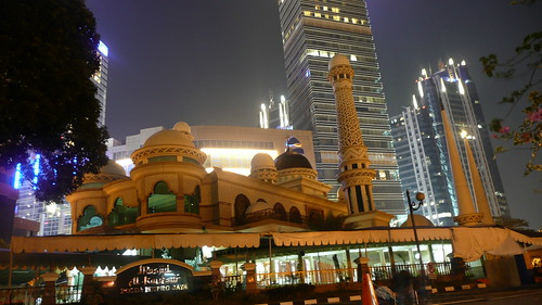 Mosque in downtown Jakarta, by socialize28
