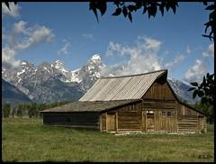 GrandTetonBarn (Lane Rushing) Tags: mountains barn nikon hero winner d200 grandtetonnationalpark gamewinner nootr mormanrow flickrchallengewinner noultra nobigmomma