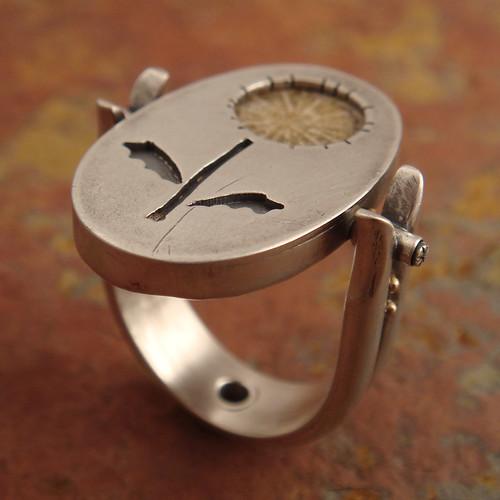 dandelion-- a flip-top ring