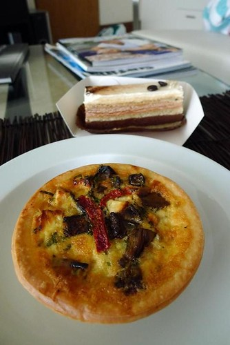 Quiche & gateau at Santai