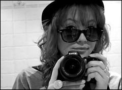 96/365... Wayfarer glasses rules! (Desire Delgado) Tags: portrait white black blanco me self glasses negro gafas 365 wayfarer desireedelgado