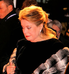 Catherine Deneuve (SpreePiX - Berlin) Tags: show city portrait people cinema berlin film canon germany stars deutschland tv kino bea picture menschen event fotos hollywood gala 2009 deu reeves bobgeldof estefania dicaprio klitschko leonardodicaprio berlinale joschkafischer catherinedeneuve berlinmitte keanureeves gendarmenmarkt promis harrelson geldof roterteppich woodyharrelson genscher 50d prominente gorbatschow cinemaforpeace michailgorbatschow konzerthausberlin filmfestspiele schweighfer canon50d davidkross janjosefliefers rudolfschenker clemensschick dieterkosslick paolocoelho reneberlin hansdietrichgenscher vladimirklitschko 59berlinale berlinaleberlin spreepix spreepixberlin spreepixmedia berlinale2009 estefaniakster matthiasshweighfer drhermannbuehlbecker buehlbecker yvonnehoelzel sandymeyerwoelden minubarati