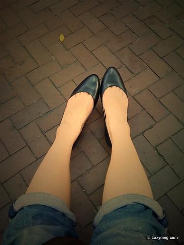 你拍攝的 我真的不該穿高跟鞋來的。
