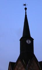 6:00 a.m. in Brden (:Linda:) Tags: sky clock church germany village bluesky thuringia spire weathervane spitz blauerhimmel zeit uhr schiefer 600am glockenturm cloudlesssky wetterfahne churchoutside brden wolkenloserhimmel slateshingle peakish slateshingled schiefergedeckt