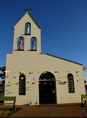 45 Festival do Folclore. Olmpia, SP (se.shira) Tags: torre igreja igrejinha capela folclore olimpia bandeirinhas duetos frenteafrente