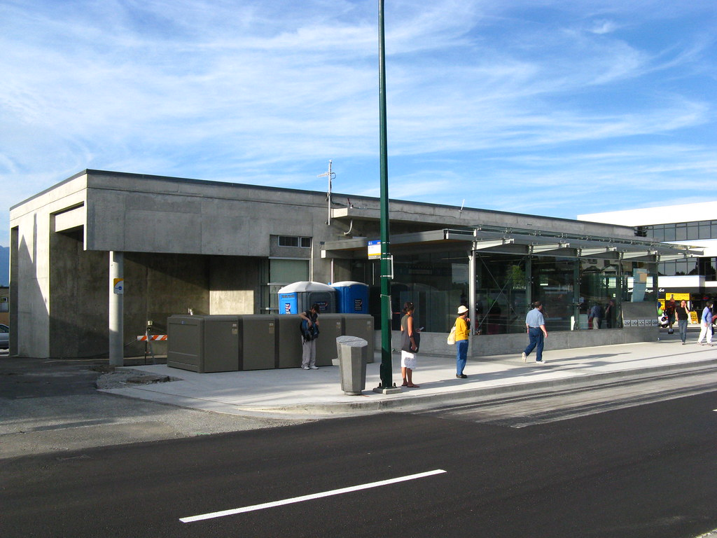 King Edward Station, Street Level