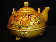 Vintage Ceramic Brown Glazed Embossed Raised Fruit Design Footed Teapot Wire Coil Handle (mybookbarn) Tags: vintage ceramic teapot embossed glazed ecrater raisedpattern mybookbarn