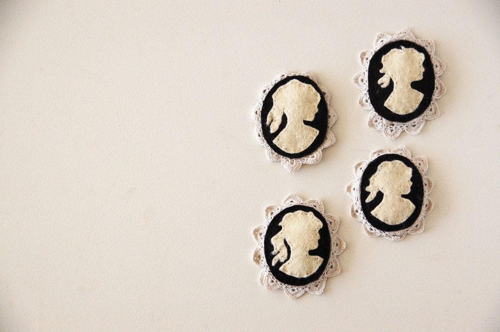 four lovely ladies cameo hair clips