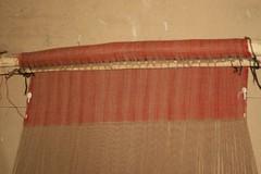 Senkrechter Webstuhl mit gewebten Stoff im Haus des Tuchhändlers in Haithabu - Museumsfreifläche Wikinger Museum Haithabu WHH 13-09-2009