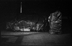 (giuli@) Tags: blackandwhite bw film night analog 50mm lenstagged trix 400tx kodaktrix ferrara zuiko notte iso1600 emiliaromagna olympusom10 blackandwhitefilm kodaktrix1600 pushedto1600 tirataa1600 zuiko50mmf18 giuliarossaphoto noawardsplease nolargebannersplease