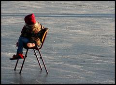 Even uitrusten (webwords) Tags: winter ice geotagged skating ijs schaatsen hoogkerk natuurijs canoneos400d ruskenveenseplas
