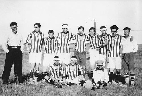 Equipo de Fúbol en Toledo, años 20. Escuela de Gimnasia.  Fotografía de Eduardo Butragueño Bueno