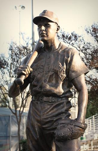 bronze statue of Ralph Kiner