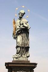 פסלו של יאן מנפומוק